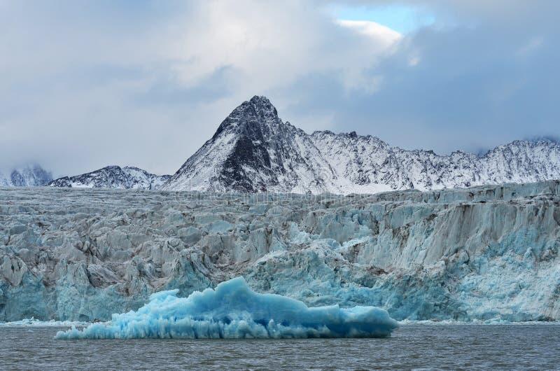 Glaci?rer av Svalbard/Spitsbergen royaltyfria bilder