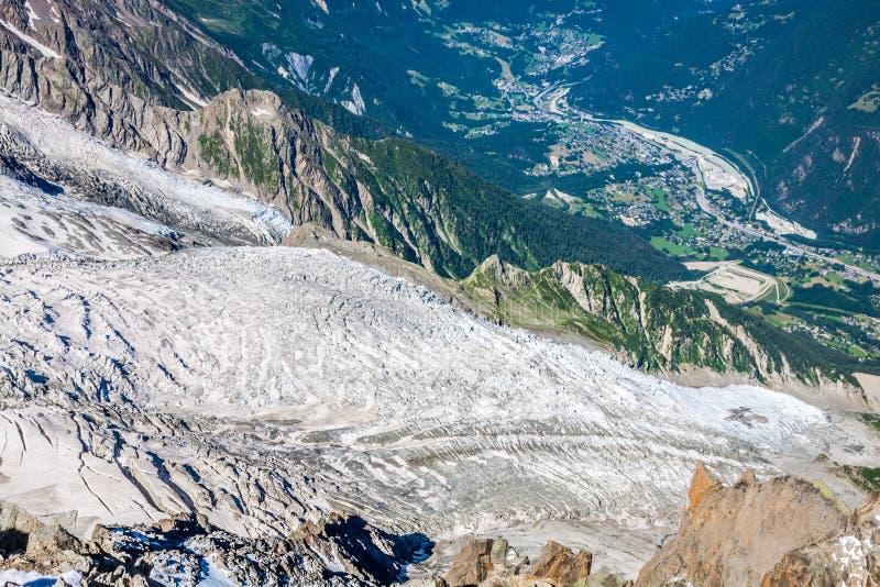 Glaciar de Bossons de la cumbre de Aiguille du Midi en el M fotografía de archivo libre de regalías