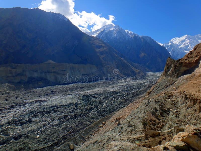 Glaciar de la tolva en el valle de Nagar, Paquistán fotografía de archivo libre de regalías