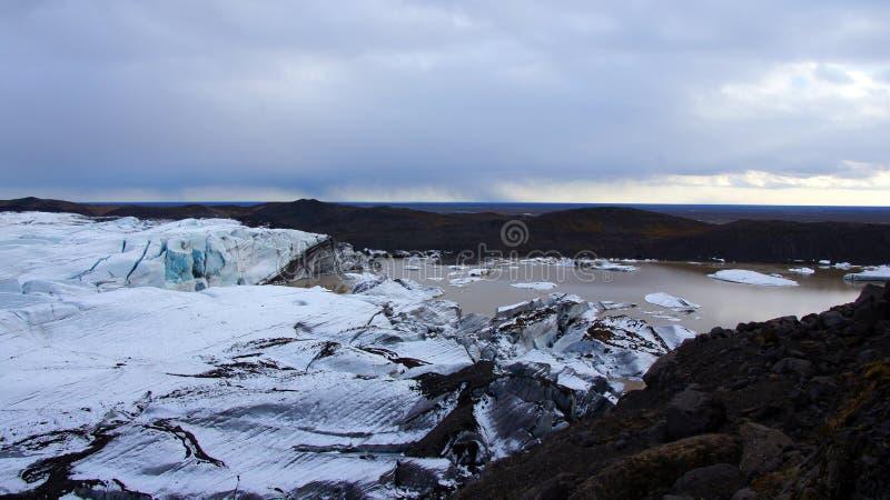Glaciar de Svinafellsjokul cerca de Skaftafell en los fiordos del este en Islandia imagen de archivo
