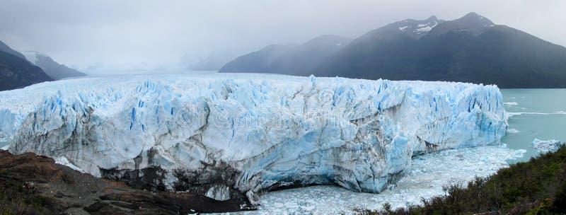 Glaciar panorama för blå is, Perito Moreno fotografering för bildbyråer