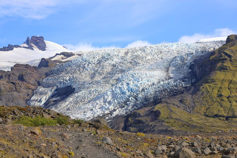 Glaciar que cae del glaciar de Falljokull en Islandia imágenes de archivo libres de regalías