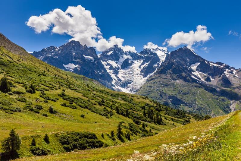 Glaciares nacionales de Ecrins Parc en verano La Meije, montañas, Francia fotografía de archivo