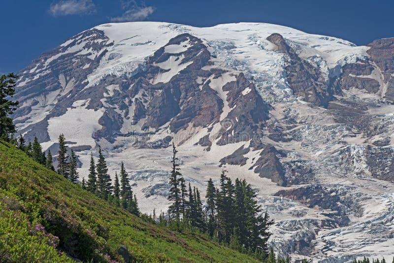 Glaciatedberg die boven de Rand opdoemen stock afbeeldingen