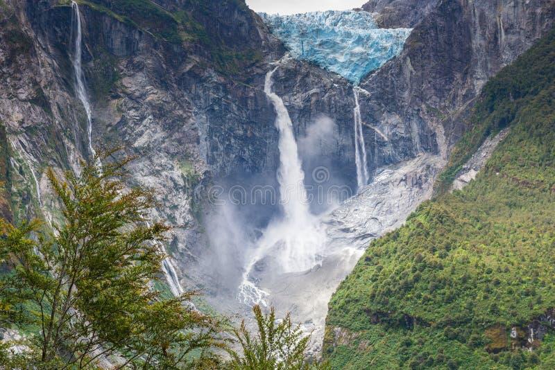 Glacier accrochant de parc national de Queulat, Chili photos libres de droits