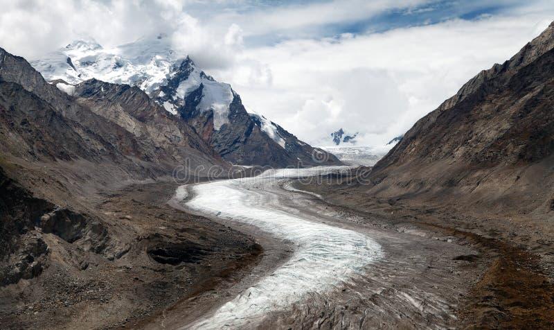 Glacier de Durung Drung sur la route de Zanskar - grande gamme de l'Himalaya - Zanskar - Ladakh - Inde photographie stock libre de droits
