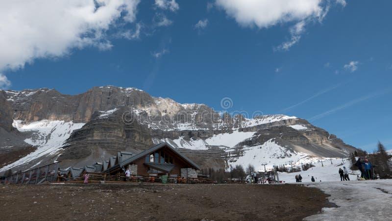 Glacier de fonte dans la station de sports d'hiver populaire, Italie photographie stock libre de droits
