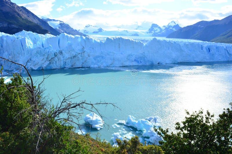 Download Glacier De Perito Moreno En EL Calafate, Argentine Image stock - Image du randonneur, voyage: 87703293