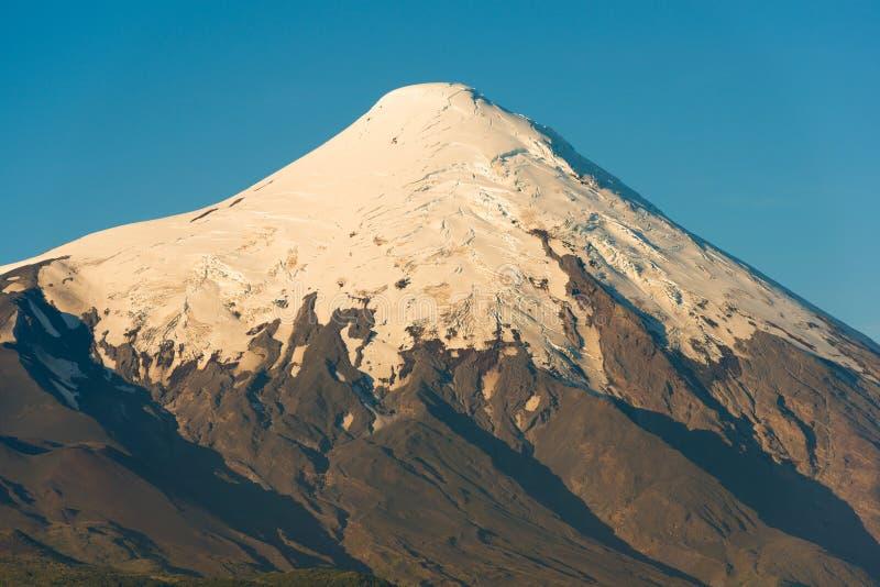 Glaciers au sommet du volcan d'Osorno image libre de droits