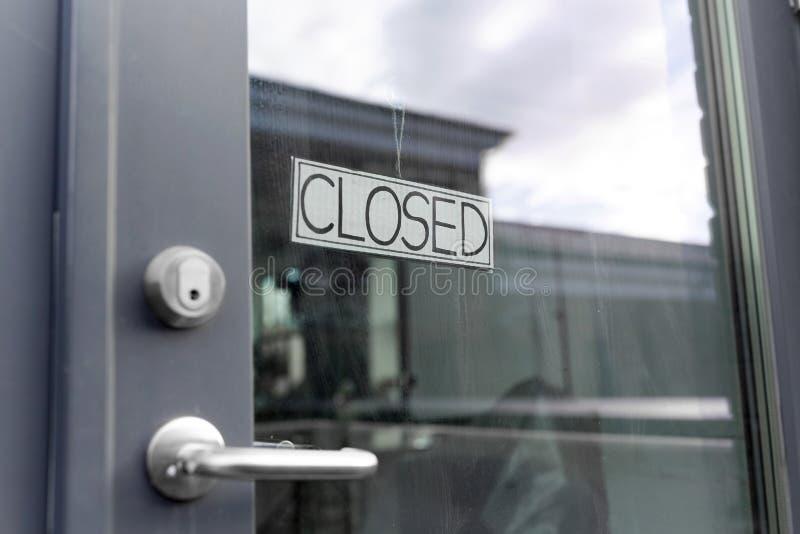 Gladörr till stängd butik eller kontor royaltyfria bilder