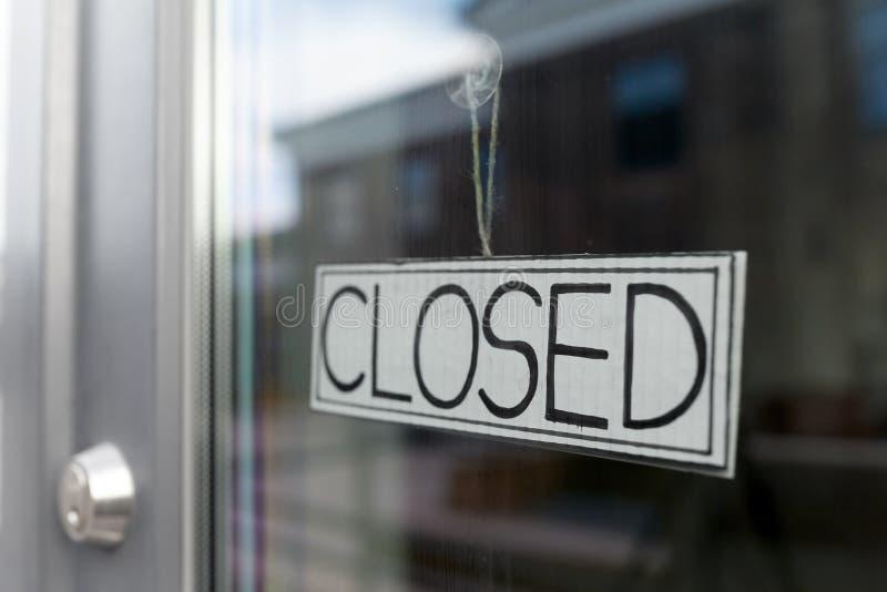 Gladörr till stängd butik eller kontor arkivfoto