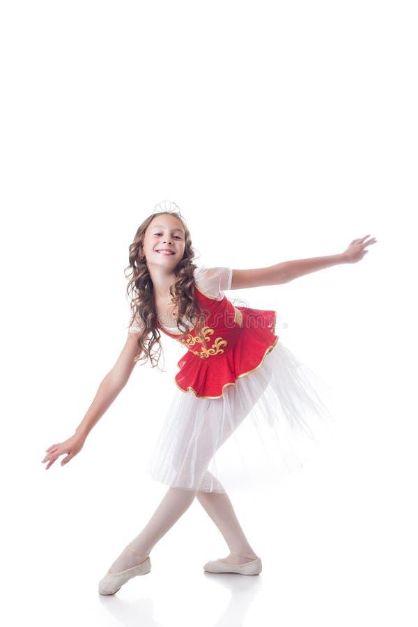 Glad ballerina som ser kameran, medan dansa arkivbild