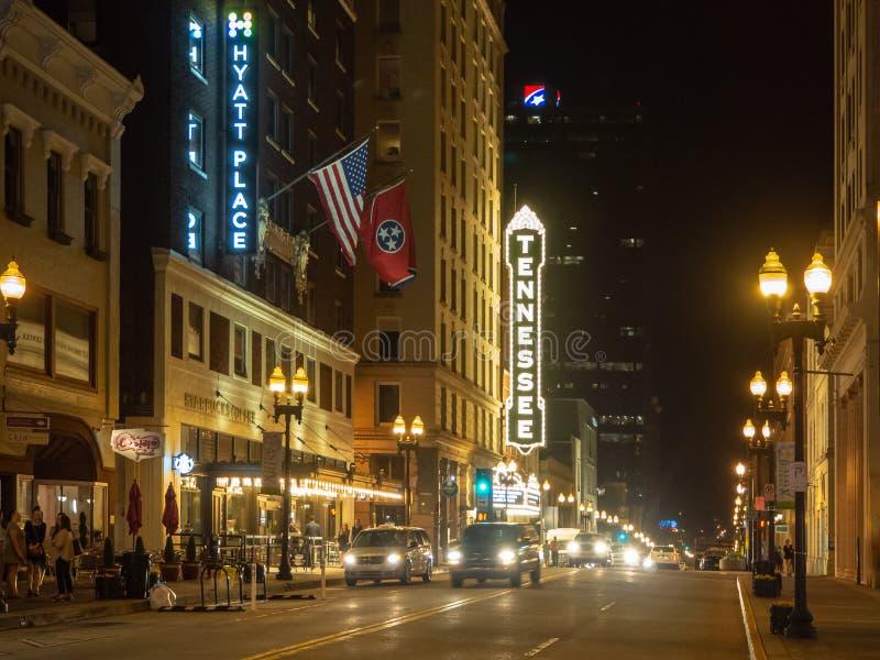 Glad gata, Knoxville, Tennessee, Amerikas förenta stater: [Uteliv i mitten av Knoxville] royaltyfri foto