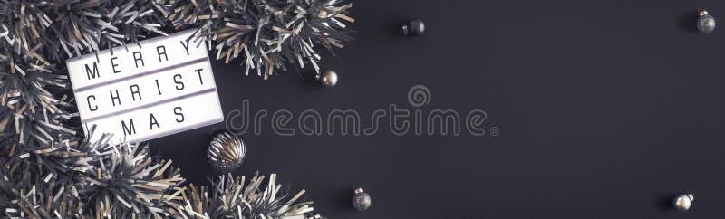 Glad jul och lightbox för lyckligt nytt år på svart tabellbakgrund den bästa sikten av glitter, klumpa ihop sig för att dekorera  fotografering för bildbyråer