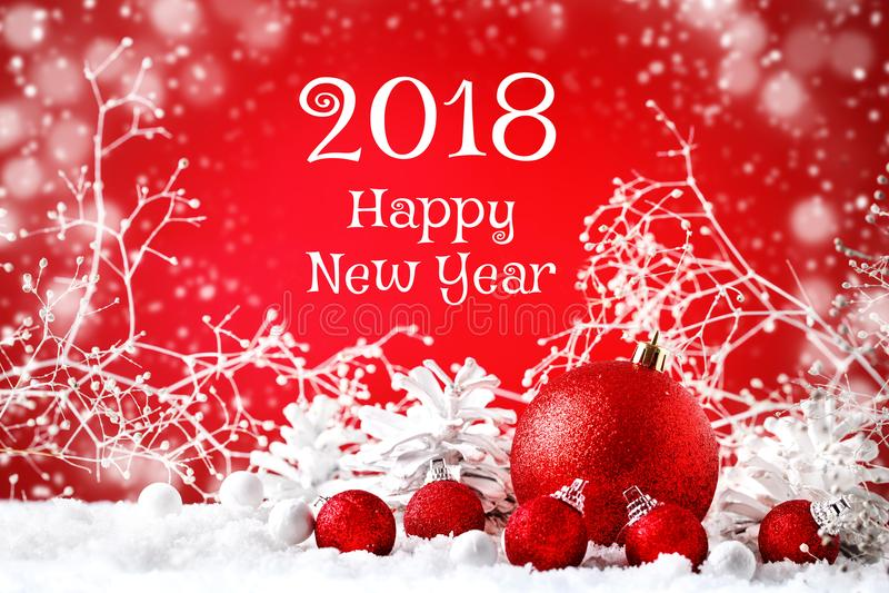 Glad jul och lyckligt nytt år En bakgrund för ` s för nytt år med garneringar för nytt år, bakgrund med kopieringsutrymme royaltyfria foton
