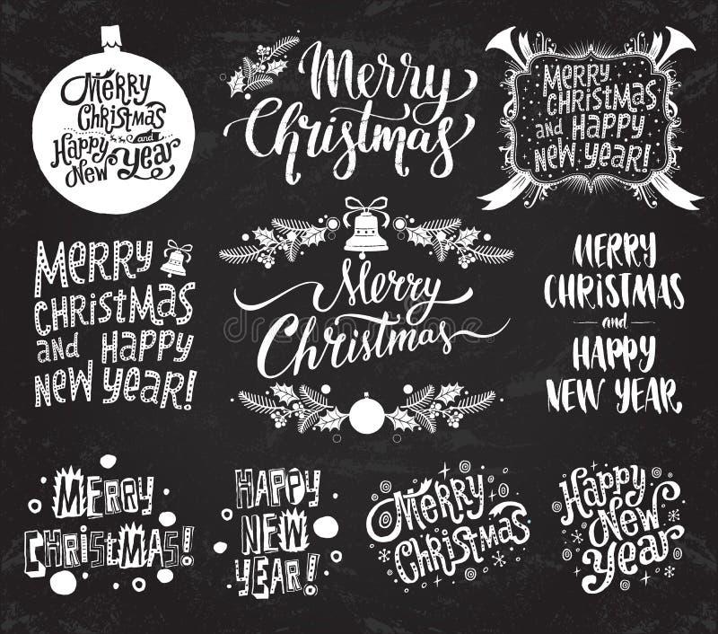Glad jul och lyckligt nytt år Ställ in av vektor retro och för tappningkalligrafibokstäver etiketter på svart tavlabakgrund stock illustrationer