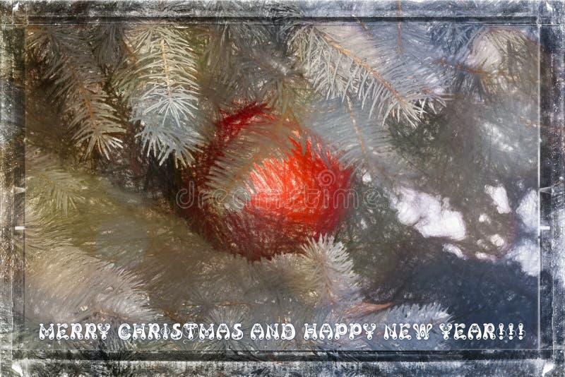 Glad jul och vykort för lyckligt nytt år av ett cristmasträd i snö och en röd boll arkivbilder