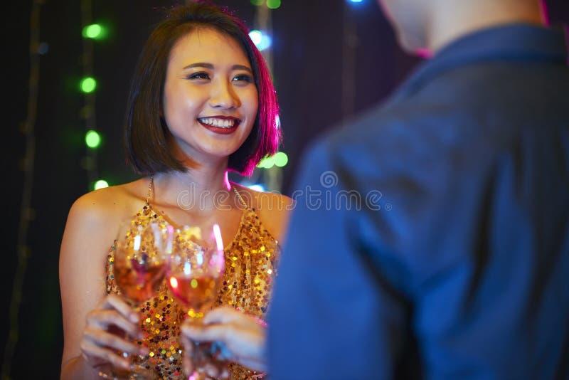 Glad kvinna på partiet royaltyfria bilder