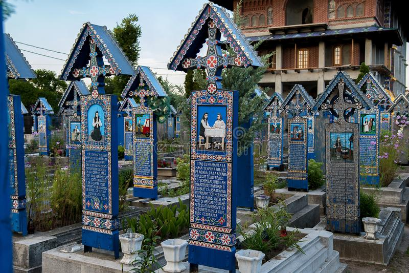 Glad kyrkogård i Sapanta, Maramures arkivfoto