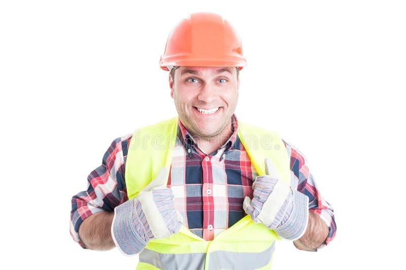 Glad manlig konstruktör som agerar som superhero royaltyfri bild