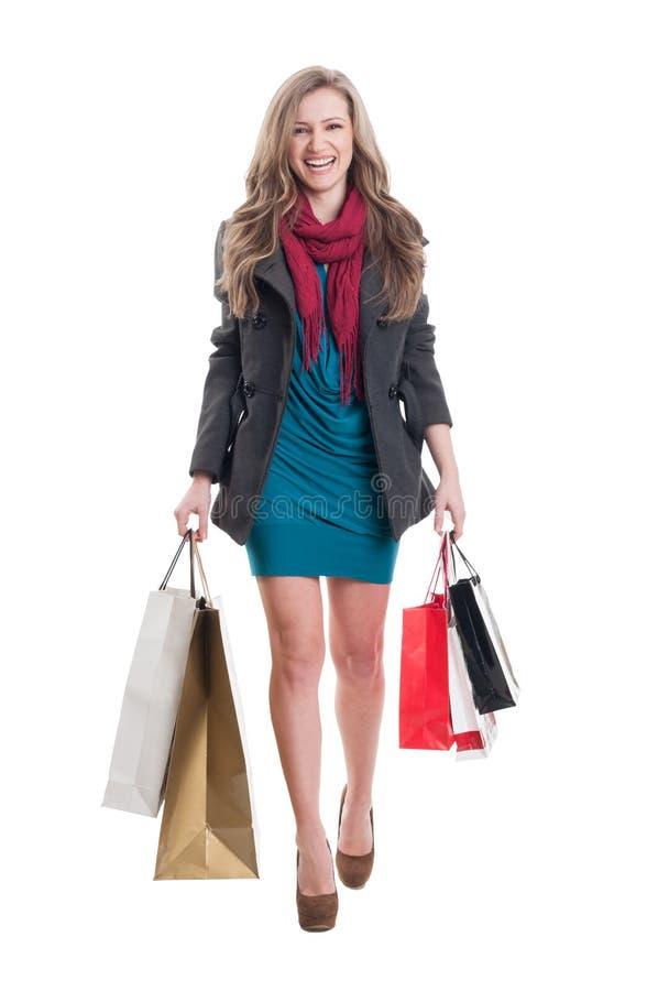 Glad shoppingkvinnlig royaltyfria bilder