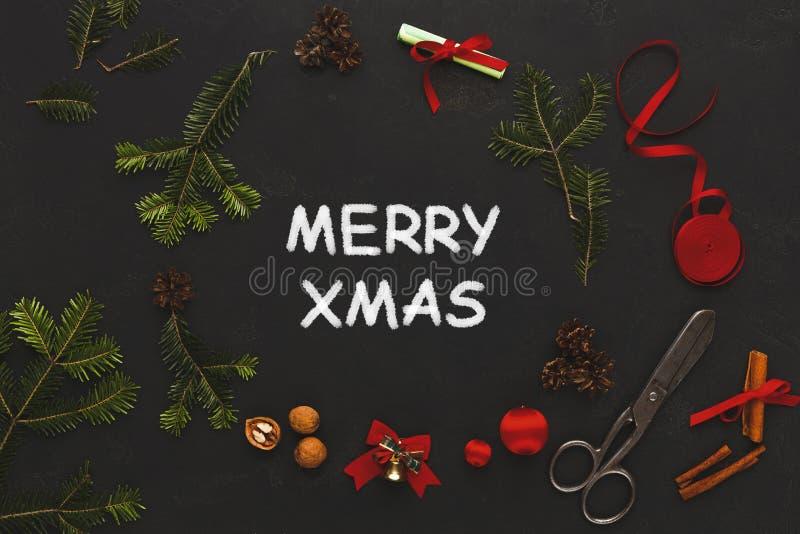 Glad xmas-hälsning, garneringbakgrund arkivfoton