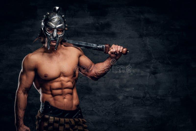 Gladiateur fort avec l'?p?e dans des ses mains images libres de droits
