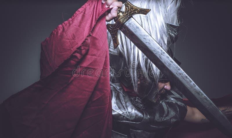 Gladiateur, lutteur et guerrier romains de Rome avec le casque et le Re image libre de droits