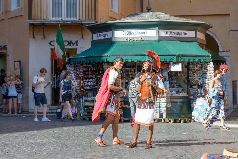 Gladiateurs dans la place de Navona photographie stock