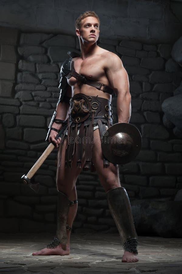 Gladiator med skölden och yxan royaltyfria foton