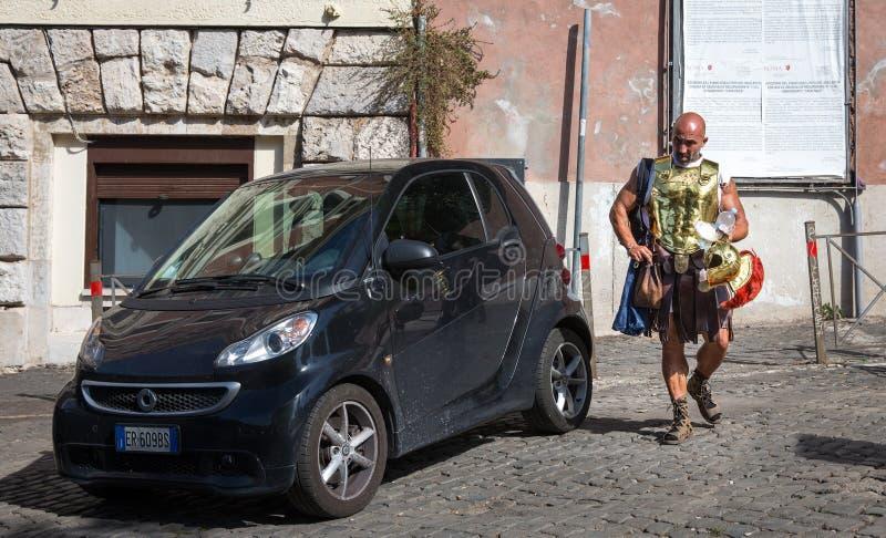 Gladiator op Zijn Manier om in Rome, Italië te werken royalty-vrije stock afbeeldingen