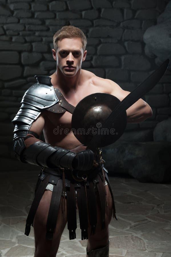 Gladiator z osłoną i kordzikiem obraz stock