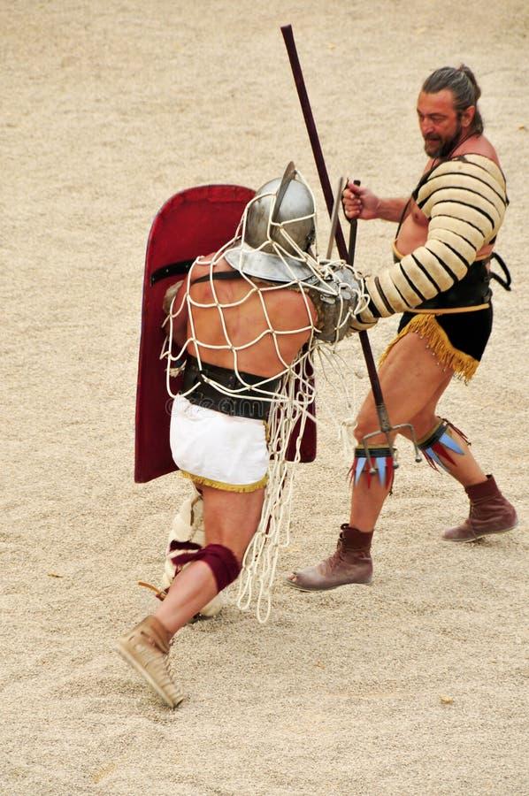 Gladiators på arenaen av den romerska amphitheateren fotografering för bildbyråer