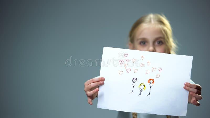 Gladlynt bild f?r liten flickavisningfamilj in i kameran, k?nnande f?r?ldra- f?r?lskelse vektor illustrationer