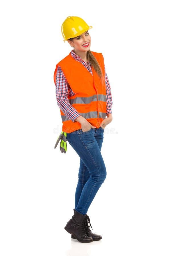 Gladlynt byggnadsarbetare Woman royaltyfria foton