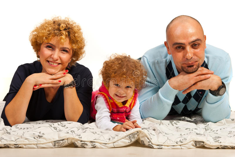 Gladlynt familj i en linje arkivfoto