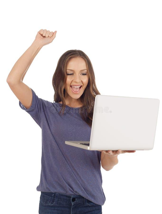 gladlynt flickabärbar dator arkivbild