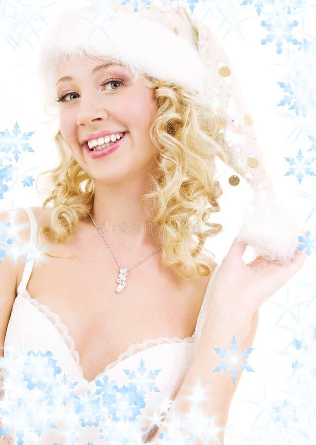 gladlynt flickahjälpreda santa arkivfoto
