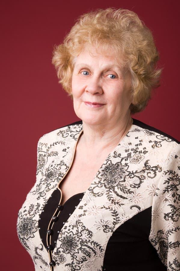 gladlynt gammalare kvinna royaltyfri fotografi