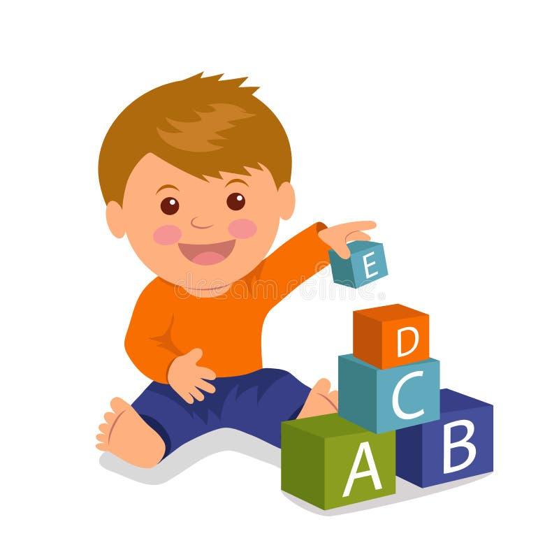 Gladlynt litet barnsammanträde samlar en pyramid av kulöra kuber Begreppsutveckling och utbildning av unga barn royaltyfri illustrationer