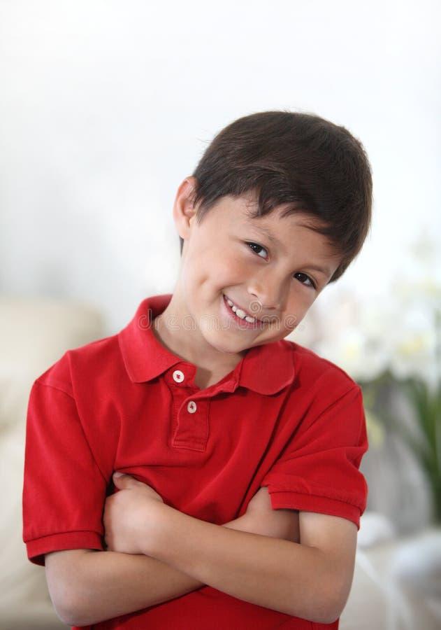 gladlynt lycklig latinamerikansk latino för pojke royaltyfri foto