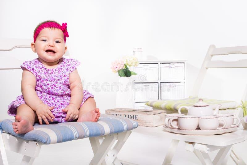 Gladlynt behandla som ett barn royaltyfri foto