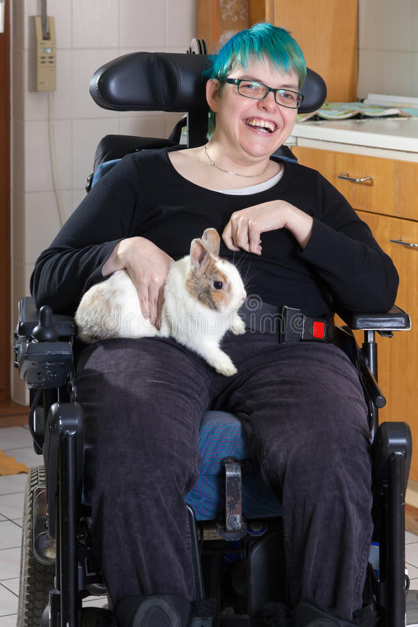 Gladlynt ung barn- patient för cerebral förlamning arkivbild