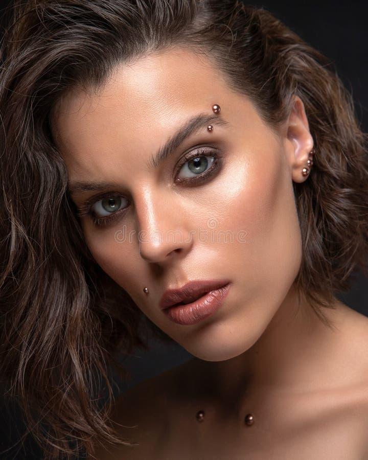 Glamorös skönhetsbild av vackra kvinnor royaltyfri fotografi