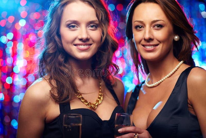 Glamorösa vänner royaltyfri fotografi