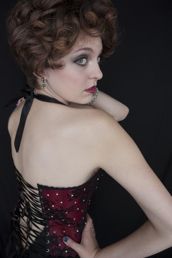 Glamour van jonge vrouw wordt geschoten die stock foto