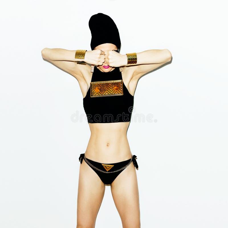 Glamourmeisje in modieuze kleren royalty-vrije stock foto's
