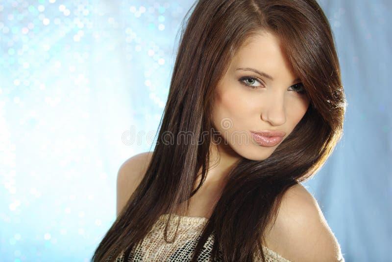 glamourståendekvinna royaltyfria bilder