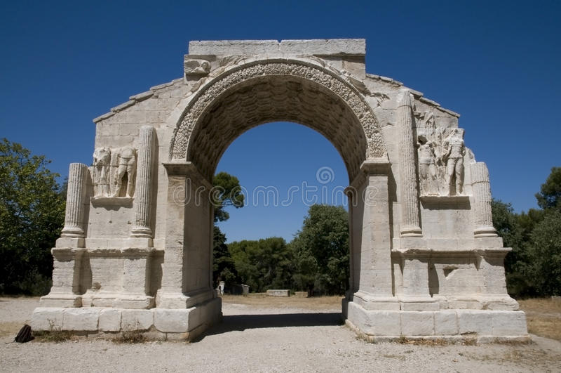Glanum - Άγιος-Remy-de-Προβηγκία: Το θριαμβευτικό τόξο στοκ φωτογραφία