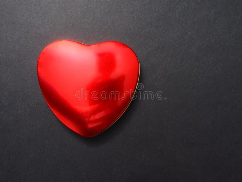 Glanzend rood hart stock foto's